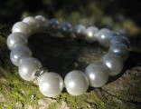 Náramek ze syntetických perel