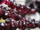 Granát almandin - náhrdelník dlouhý ze sekaných kamenů