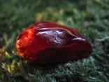 Granát hessonit - tromlovaný kámen