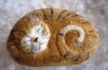 Kocourek spící - kresba  na kameni